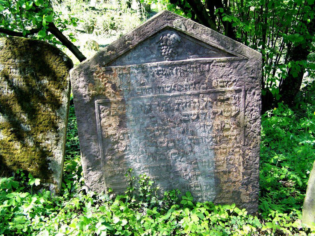 רכישת שטחי קבורה על פי חוק