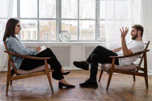 מתי חובה על פסיכולוג או מטפל לדווח על תוכן הטיפול עם מטופל?